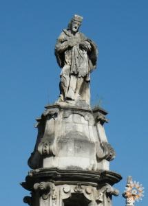 Скульптура над тріумфальною аркою