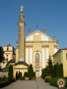 Мусульманский минарет и католический собор