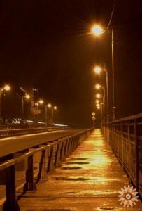 Новопланівський міст в ночі