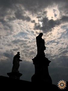 Святі біля Тринітарського костьолу