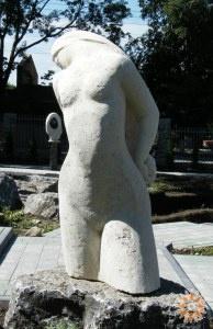 Жінка, що стоїть