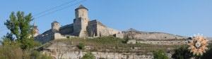 Стара Фортеця - фото з Карвасар. По центру Папська (Кармалюкова) Башта. Кам