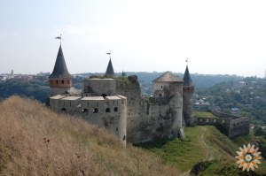 Стара Фортеця - фото з Заходу з Нового Замка (валів)