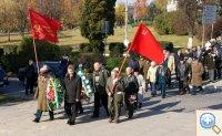 Мэр и ветераны идут на митинг