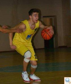 Баскетбол гравець з м'ячем
